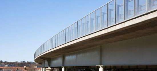 Nordreälvbron är 956 meter lång och har ny bullerskydd från gop.