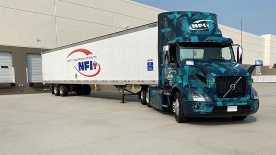 Volvo och NFI ska testa elektrifierade tunga lastbilar.