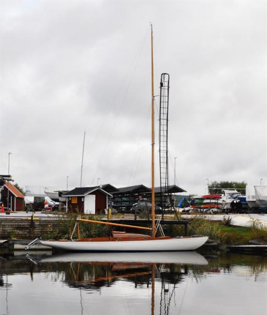 Kustkryssaren Minette byggdes 1949 efter Stig Tiedemans ritningar på Bröderna Hultmans varv i Arvika. Fram till och med 2015 har båten funnits kvar hos familjen Hultman som byggde den, och därmed har hemmavattnen varit desamma under dessa år.