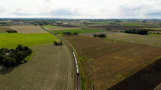 Den nya järnvägen kommer ge snabbare resor i södra Sverige och bidrar till att avlasta Södra stambanan.