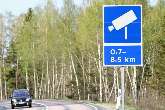 Vägmärke trafiksäkerhetskamera. Rv 55, mellan Strängnäs och Enköping.