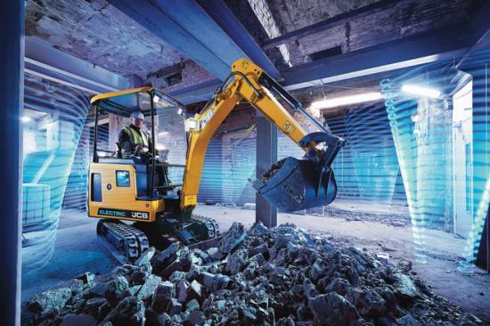 Den eldrivna grävmaskinen JCB 19C-1 E-TEC jobbar utan utsläpp. Motorljudet är minimala 7 dBA.