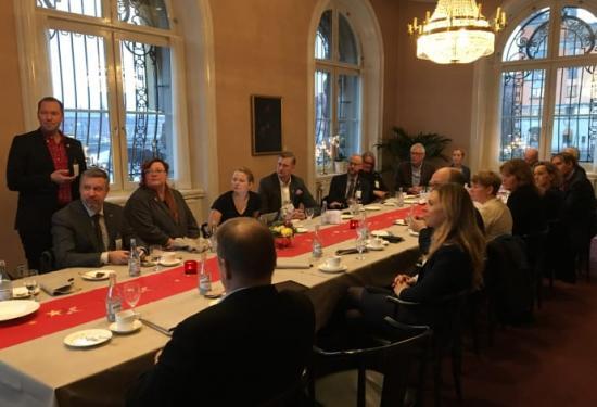 Den 14 december 2017 träffades Södertörnskommunerna och riksdagens trafikutskott för att diskutera betydelsen av Tvärförbindelse Södertörn och en ny passage över Södertälje kanal.