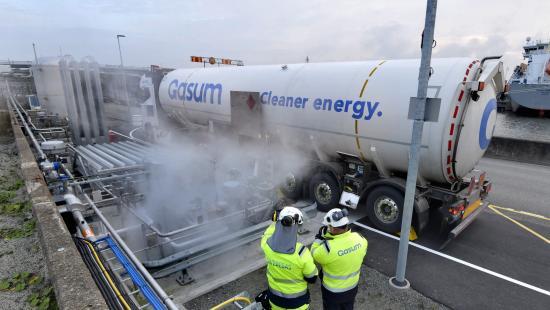 Swedegas nya anläggning i Göteborgs hamn. LNG-leveransen till tankfartyget Tern Ocean.