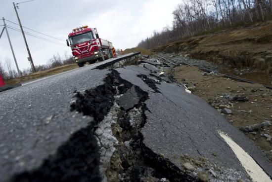Stora nederbördsmängder underminerar vägkonstruktionen och leder till nya kostnader för infrastrukturen.