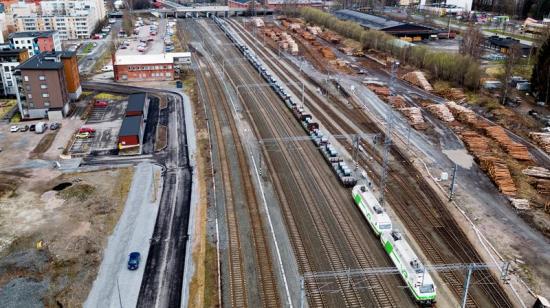 Megatåget väger hela 5200 ton med last,har 52 vagnar, och längden med lok är 690 meter. Megatåget kommer årligen att transportera över en miljon ton.