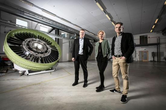 Henrik Runnemalm, utvecklingschef GKN Aerospace Engine Systems, Linda Bohlin Trajkovski, chef Innovatum Projektarena och Anders Torslid, vd Kraftstaden.
