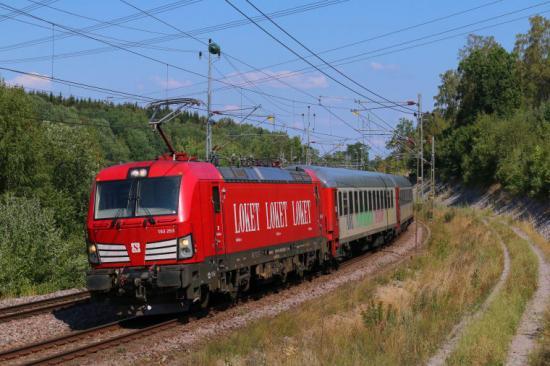 Snälltåget kör mellan Karlskrona och Stockholm under vecka 20. Biljetter bokas på Snälltåget.se.
