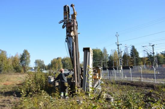 Arbetsmaskin som används för att borra ny brunn.