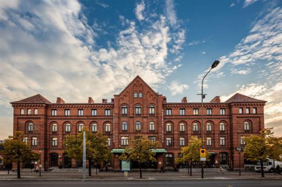 Utanför Malmö Centralstation.