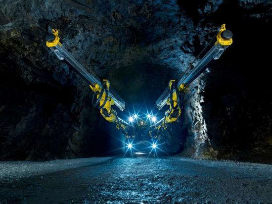 Epirocs innovation, Boomer M20 med intern och skyddad hydraulik och interna och skyddade givare och kablar.