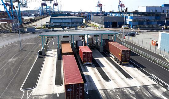 Hos APM Terminals tar det i snitt 25 minuter för lastbilen att utföra sitt ärende på terminalen. Snittet i Europa ligger på 56 minuter.