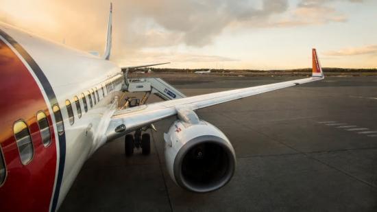 Norwegian 737-800.