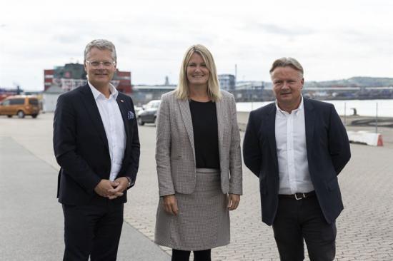 Niclas Mårtensson, VD på Stena Line, Birgit Hansen, kommunstyrelsens ordförande (S) i Fredrikshamns kommun och Mikkel Seedorff Sørensen, VD för Fredrikshamns Hamn.