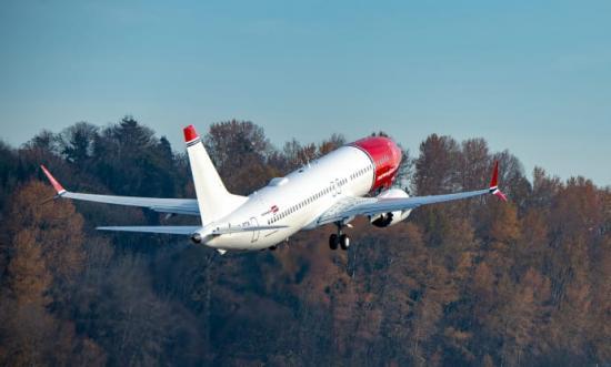 Norwegians första svenskregistrerade flygplan på väg från Boeingfabriken i Seattle (Boeing 737 MAX 8).