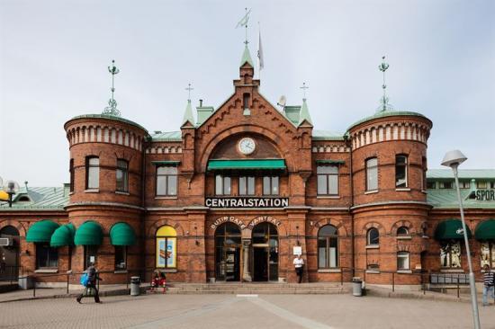 Utanför Borås Centralstation.