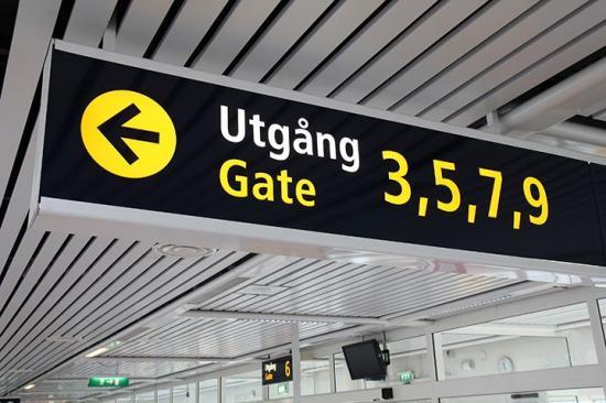 Antalet flygresenärer från svenska flygplatser ökar igen, men från rekordlåga nivåer.