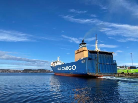 Sea Cargos fartyg Bore Bay i Bergens hamn som är en av flera hamnar som nu får direktkoppling till Göteborgs hamn.