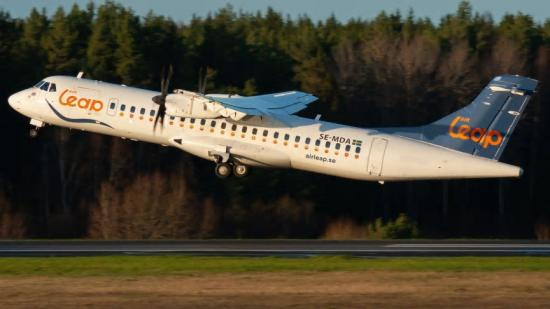 Air Leaps nya flygplansmodell ATR 72-500 lyfter från Bromma Flygplats.