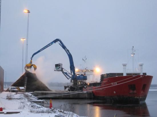 Lossning av Glen i Hargs hamn.