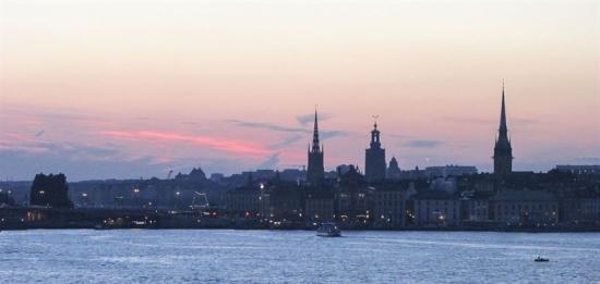 Gamla Stan i Stockholm ligger just där Mälaren möter Östersjön. Det är ett område som länge varit påverkat av staden.