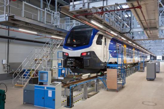 Zarges Takplattformar med utskjutbara plattformssegment för att stänga gapet mellan tåg och plattform.