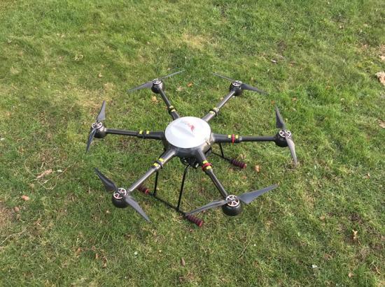 På bilden syns en av de drönare från FlyPulse som kommer att användas i forskningsprojektet ASAS, Airport Surveillance for Airport Safety, vid Örnsköldsvik Airport.