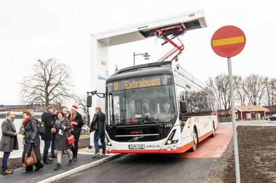 Bild från invigningen av Jönköpings nya elbusslinje, linje 17, som invigdes den 13 december 2019.