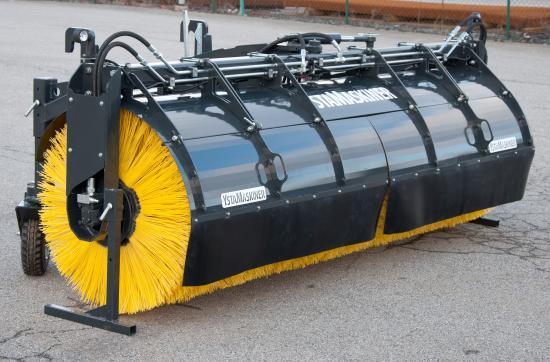 Sopvalsen är blästrad, grundlackerad och pulverlackad och kompletterar YstaMaskiners sortiment av sopvalsar utan uppsamlingsbox.