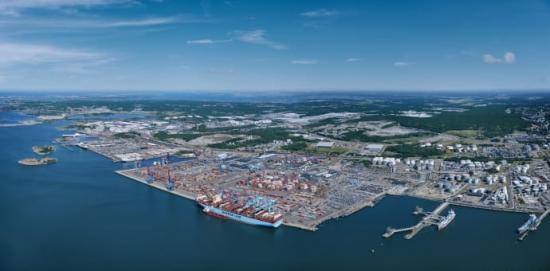 Delar av Göteborgs hamn från ovan.
