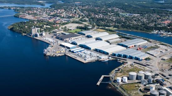 Umeå hamn utvecklas om för att möta framtiden. Tyréns har fått förtroendet att vara generalkonsult för projektering gällande nybyggnad av Södra kajen med RoRo ramp.
