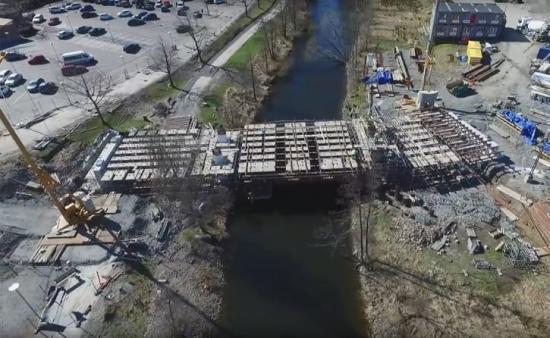 Yllebrons underbyggnad är på plats.