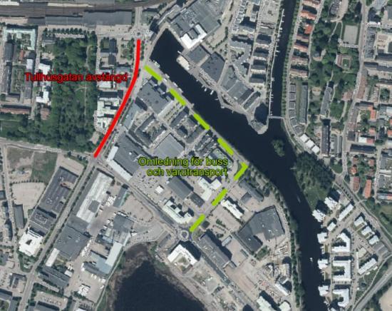 Karta över det påverkade området, där det röda strecket markerar den avstängda sträckan och den limegröna markeringen visar omledningen för varutransport och buss.