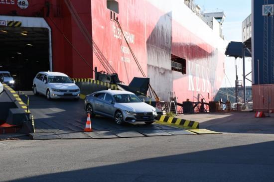 En tredjedel av Sveriges nybilsimport, ungefär 120 000 bilar, levereras årligen till Södertälje Hamn.