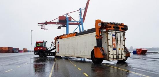 Containern flyttas till en inspektionsruta för att spara bränsle och minska koldioxidutsläpp.