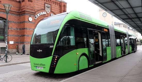 Resandet med kollektivtrafik i Skåne har närapå halverats.
