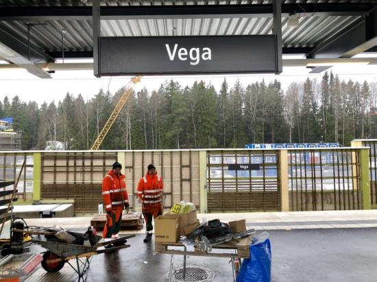 De sista arbetena återstår nu innan pendeltågsresenärerna kan kliva på tåget i Vega den 1 april.