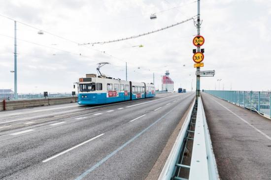 Från och med torsdag börjar spårvagnstrafiken köra med glesare turer vid rusningstrafik.