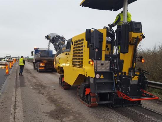 Fräsning med Bomags BM1000/35 på E65 utanför Skurup i Skåne. NCC provkörde.
