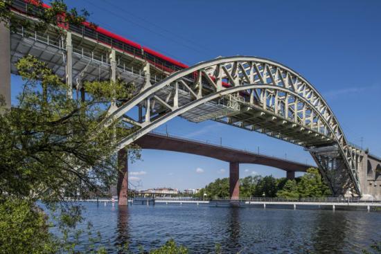 Weland har levererat ca 1000m² lättdurk till renoveringen av Gamla Årstabron i Stockholm.