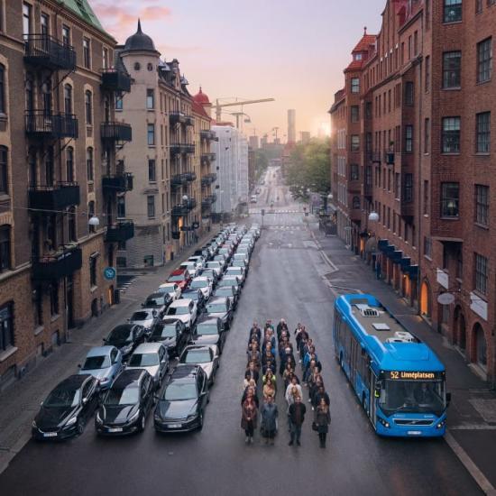 I en ny provåkarkampanj har Västtrafik låtit sig inspireras av den ikoniska bilden med bussen som symbol för framkomlighet.