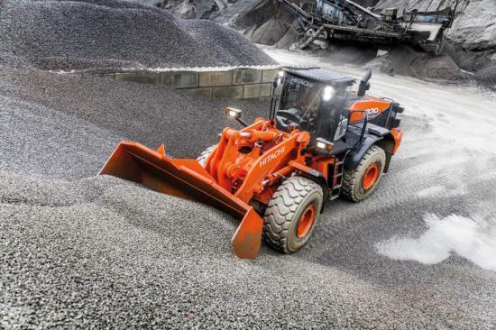 ZW330-6 är Hitachis hjullastare i 30-tons klass. Maskinen har det senaste av modern teknik för effektiv körning och bra arbetsmiljö.