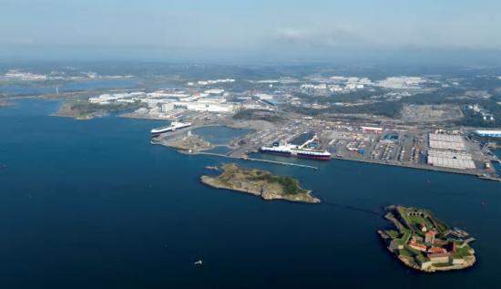 Begonia Seaways och Freesia Seaways vid en av Göteborgs hamns roroterminaler. Det är två av fartygen som bland annat används i trafiken mellan Göteborgs hamn och Storbritannien.