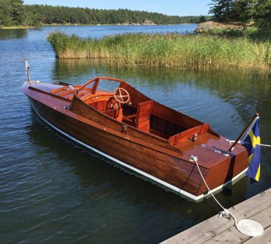 Motorbåten Claire ritades av Gideon Forslund och byggdes enligt ansökan på konstruktörens eget varv i Stockholm 1925. Båten är karaktäristisk för konstruktören och brukar ibland betecknas som en Forslunds-racer.
