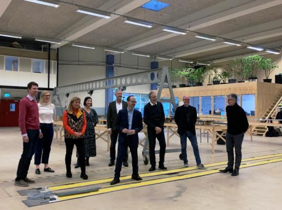 Under besöket i Lund fick infrastrukturminister Tomas Eneroth inblick i elvägsprojektet Evolution Road med besök både vid demonstrationsanläggningen på Getingevägen och Elonroads fabrik.