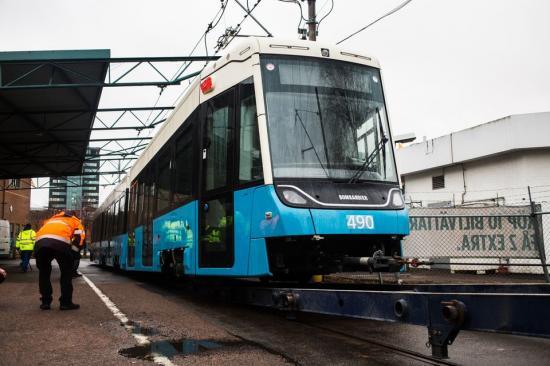 Göteborgs nya spårvagn M33 står nu uppställd i Göteborg.