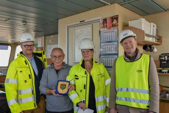 På bilden från vänster: Johan Ullenby (CMP), Marek Pegowski (MV Neuburg), Ann-Charlotte Halldén Åkeson (CMP) and Erik Hansen (Containerships/CMA-CGM).