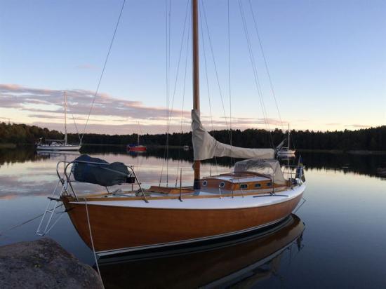 Kustkryssaren Lysie byggdes 1965 efter Arvid Laurins ritningar på Nya Varvet i Trosa. Sedan 1966 har den seglats i vattnen kring Oxelösund.