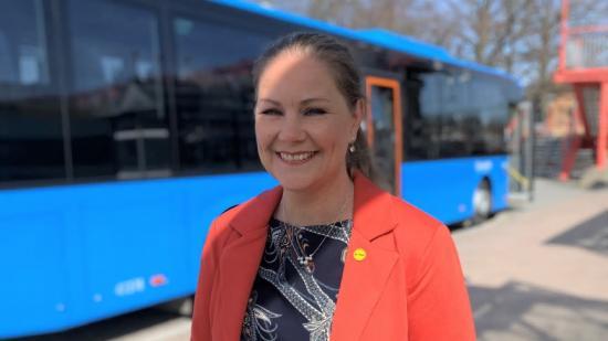 – Med vår nya funktion ger vi resenärer en helt ny möjlighet att kunna välja en avgång där det inte väntas vara så hög beläggning, säger säger Linda Ekdahl, bolagschef på Hogia Public Transport Systems.