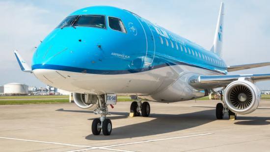 Embraer 175.
